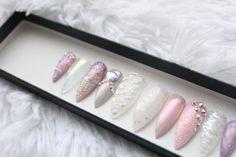 Prensa de unicornio en las uñas Tallados de cuerno Ombre