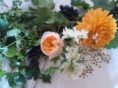 Huge Dahlias and the most gorgeous David Austin roses in peach for this casual italian country wedding David Austin Roses, Italy Wedding, Dahlias, Lake District, Flower Delivery, Peach Colors, Garlands, Wedding Flowers, Floral Design