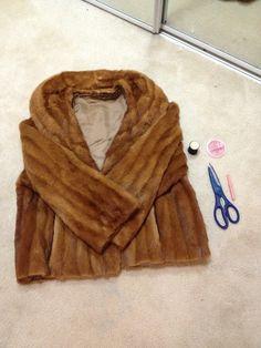 fur coat into fur vest DIY step by step Mink Jacket, Vest Coat, Rabbit Fur Coat, Diy Sac, Sewing Alterations, Sheepskin Jacket, Fur Accessories, Fur Clothing, Techniques Couture
