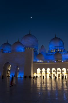 10 Places to visit in Abu Dhabi - marce lópez de sta. maría - - 10 Places to visit in Abu Dhabi - marce lópez de sta. Abu Dhabi, Dream Vacations, Vacation Spots, Vacation Days, Places To Travel, Places To See, Places Around The World, Around The Worlds, Grand Mosque