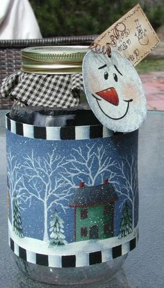 Mason Jar Crafts – How To Chalk Paint Your Mason Jars - Sidentic Mason Jar Projects, Mason Jar Crafts, Mason Jar Diy, Snowman Soup, Snowman Crafts, Christmas Mason Jars, Christmas Crafts, Christmas Neighbor, Neighbor Gifts