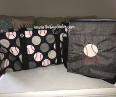 Looking for the best baseball season organization solutions? Thirty-One has you covered! This set is all you need. Large Utility Tote and Picnic Thermal. The Thermal fits perfectly inside the Tote so you can carry only one bag! You will love the convenience. #TeamMom #BagDealer #Baseball www.thebagdealer.com