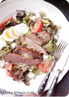 Салат с бараниной, фетой и яйцом
