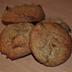 These homemade persimmon cookies taste great and are easy to make. Soft Oatmeal Cookies, Raisin Cookies, Chip Cookies, Fall Cookies, Persimmon Recipes, Cookie Recipes, Dessert Recipes, Desserts, Cookies