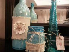 Wine bottle craft - like the matching jar to go with and the glitter Diy Bottle, Wine Bottle Crafts, Bottle Centerpieces, Recycled Glass Bottles, Vase Crafts, Wine Craft, Mason Jar Wine, Painted Jars, Altered Bottles