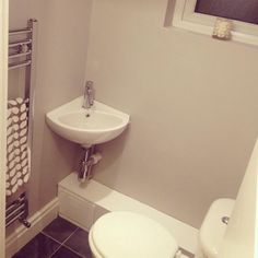 My small downstairs loo. Farrowandball pavillion gray, lovely colour x Small Downstairs Toilet, Downstairs Cloakroom, Slate Flooring, Bathroom Inspo, Bathroom Ideas, Toilet Design, Bathroom Design Small, Bedroom Colors, Orla Kiely