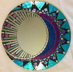 Pinned onto UntitledBoard in Category Mirror Mosaic, Mosaic Wall Art, Mosaic Diy, Mosaic Crafts, Mosaic Projects, Mirror Art, Mosaic Glass, Art Crafts, Stained Glass Birds