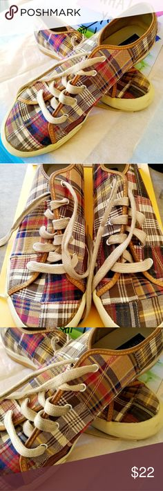 •● Tommy plaid shoes ●• EUC. Just wash the shoe laces and these practically looks brand new! Tommy Hilfiger Shoes Sneakers