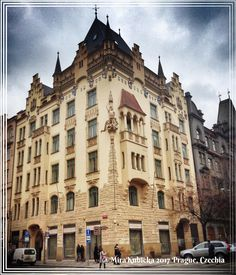 #pařížská #prague #praha #praga #prag #street #history #heritage #architecture #art #sculpture #statue #picture #image #czech #czechia #ceskarepublika #czechrepublic #travel #2017 #myphoto #photo #photography #photos