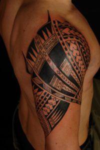 samoan tattoo designs and meanings Polynesian tribal tattoo is one of the most requested tattoo design Cool Shoulder Tattoos, Quarter Sleeve Tattoos, Tattoos For Women Half Sleeve, Half Sleeve Tattoos Designs, Mens Shoulder Tattoo, Tattoo Women, Maori Tattoos, Hawaiianisches Tattoo, Samoan Tattoo