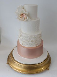 Australian cake maker Faye Cahill has made several stunning rose gold wedding cakes - whether you want bold gold glam or a more subtle but intricate take on the look, at least one of her incredible creations is guaranteed to inspire you. Metallic Wedding Cakes, Floral Wedding Cakes, White Wedding Cakes, Elegant Wedding Cakes, Cool Wedding Cakes, Elegant Cakes, Floral Cake, Purple Wedding, Gold Cupcakes