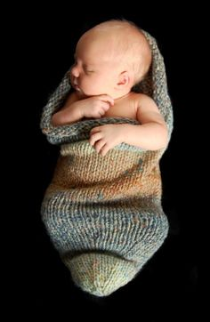 Baby Pea Pod Knitting Pattern for Newborn Babies - Cocoon Photography Prop and Baby Gift - PDF DOWNLOAD