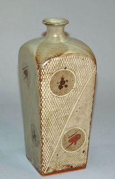 Shimaoka-Tatsuzo-ashiko-vase