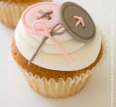 2 Cute as button cupcakes! #Pink #Grey #Celebritystyleweddings.com @Celebstylewed