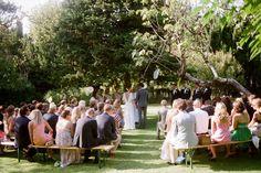 CATHERINE & ERIK: BODA EN EL SUR DE FRANCIA  Una boda de aire mediterráneo con toques afrancesados que la hace especialmente perfecta. Más en http://www.unabodaoriginal.es/blog