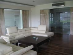 Celoskleněné dveře v interiéru Couch, Furniture, Design, Home Decor, Settee, Decoration Home, Sofa, Room Decor