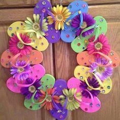 Flip flop summer wreath More Flip Flops Diy, Flip Flop Craft, Summer Crafts, Fun Crafts, Diy And Crafts, Wreath Crafts, Diy Wreath, Wreath Ideas, Holiday Wreaths