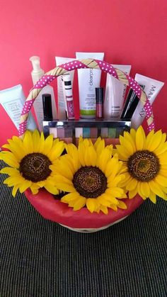 Ideas Mary Kay Mary Kay Party, Friend Birthday Gifts, Yves Rocher, Care Packages, Gift Sets, Tips, Happy Friends Day, Good Ideas, Mom Birthday