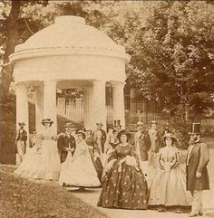 Group photo, Congress Park around Saratoga Springs, New York. Photos Vintage, Antique Photos, Vintage Photographs, Victorian Photography, Old Photography, Vintage Dior, Vintage Versace, Vintage Vogue, Old Pictures