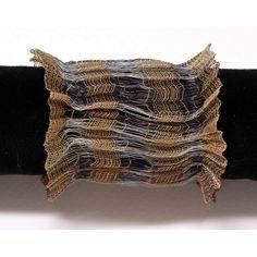 Striped indigo and copper cuff von DiaphorDesigns auf Etsy, $75,00