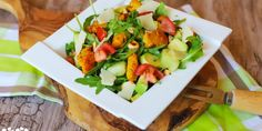 Svieži melónový šalát s morčacím mäskom – Tinkine recepty Bruschetta, Cobb Salad, Tacos, Ethnic Recipes, Food, Essen, Meals, Yemek, Eten