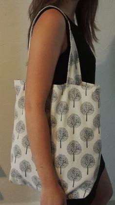 tote bag coton lin motifs arbres gris par SweetcoutureDIY sur Etsy https://www.etsy.com/ca-fr/listing/294909393/tote-bag-coton-lin-motifs-arbres-gris