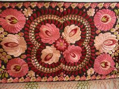 Matyo wallhanging from parna Hungarian Tattoo, Hungarian Embroidery, Folk Embroidery, Embroidery Patterns, Couture, Pink Roses, Folk Art, Needlework, Diy And Crafts