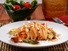 BARILLA® FETTUCCINE RIGATE WITH BARILLA® TRADITIONAL SAUCE, ROASTED VEGGIES & PARMIGIANO CHEESE