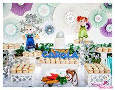 Mesa decorada para una fiesta de la película Frozen de Disney. Encuentra todos los artículos para tu fiesta en nuestra tienda en línea: http://www.siemprefiesta.com/fiestas-infantiles/ninas/articulos-frozen.html?utm_source=Pinterest&utm_medium=Pin&utm_campaign=Frozen