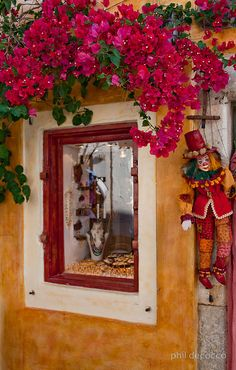 Shop in Oia Village, Santorini Santorini Island, Santorini Greece, Mykonos, Greek Blue, Bougainvillea, Travel Abroad, Beautiful Islands, Greek Islands, Outdoor Decor