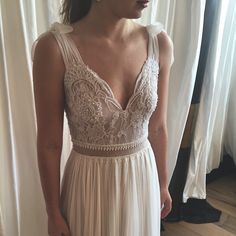 Chic and simple bride by Lihi Hod