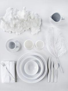 ♀ White table setting