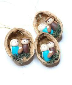 Nativity Scene in a Walnut Shell http://www.woodz.co/christmas-in-a-shell/