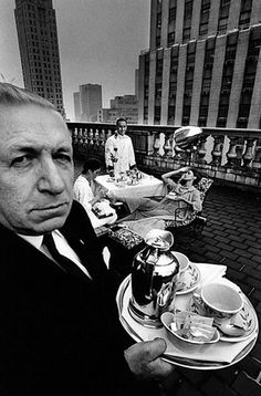 Jeanloup Sieff was a fashion photographer. Sieff was born in Paris to parents of Polish origin. His interest in photography was first pique. Helmut Newton, White Fashion, French Fashion, Fashion Mag, Jean Loup Sieff, Street Photography, Fashion Photography, Art Photography, Classic Photography