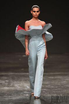 Jean Louis Sabaji Printemps-été 2015 - Haute couture - http://fr.flip-zone.com/fashion/couture-1/independant-designers/jean-louis-sabaji-5600
