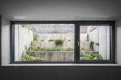 House white modern garden by corneille uedingslohmann architekten modern Basement Window Well, Basement Entrance, Basement Lighting, Basement Windows, Basement House, Basement Apartment, Basement Stairs, Basement Bedrooms, Basement Ideas