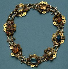 Colar da rainha Santa Isabel, Museu machado de Castro, Coimbra - Joalharia portuguesa medieval e renascentista