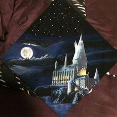 GORGEOUS Hogwarts (Harry Potter) Graduation Cap graduation caps diy Harry Potter Graduation Caps, DIY Cap Decoration Ideas for Graduates Graduation Cap Designs, Graduation Cap Decoration, Graduation Diy, Graduation Letters, Graduation Scrapbook, Arte Do Harry Potter, Harry Potter Hogwarts, Harry Potter Grad Cap, Harry Potter Painting