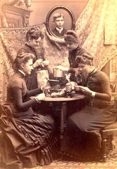 ladies at tea, 1880s, from the collection of the Chemung County Historical Society Victorian Life, Victorian Photos, Antique Photos, Vintage Pictures, Vintage Photographs, Old Pictures, Vintage Images, Old Photos, Post Mortem