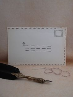 De envelop is een prachtig stukje handwerk! De rechterzijde van de envelop is open, zodat je er een brief of kaart in kunt doen. In de envelop zit een zakje met daarin een naald, een stukje draad en uitleg zodat je de envelop, nadat je de poststukken erin gestopt hebt, zelf kunt dichtnaaien!! Ook uitstekend geschikt voor mensen die niet kunnen naaien! http://www.hetvrolijkedametje.nl/post--schrijven/enveloppen/handmade-envelop