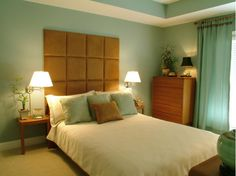 Feng Shui New York Consultant Laura Cerrano — 11 Days Till 2016 Arrives! - Feng Shui Tip Of The Day - Prepare Your Bedroom For Rejuvenation Green Bedroom Decor, Bedroom Wall Colors, Bedroom Yellow, Feng Shui Bett, Feng Shui Your Bedroom, Suites, Contemporary Bedroom, Modern Bedroom, Stylish Bedroom