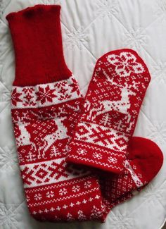 NORWEGIAN Scandinavian Hand Crafted 100% wool Above/ Over Knee Length Socks and Mittens set, M / L, folk art, reindeer
