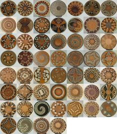 Creative Ideas for Accent Wall Design with Ethnic Wicker Dishes Myriad examples of radial symmetry and balance.Myriad examples of radial symmetry and balance. African Design, African Art, African Colors, Ok Design, Accent Wall Designs, Keramik Design, Baskets On Wall, Woven Baskets, Decorative Baskets