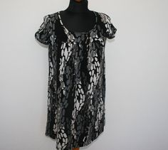 MARIMEKKO Tunic Shirt Black White Grey Blouse Top Pullover Mika Pirainen Medium Small Size  Measurements (laying flat): Shoulders - 12  / 31 cm Tunic Shirt, Shirt Blouses, Shirt Dress, Shirts, Grey Blouse, Marimekko, Tie Dye, Pullover, Flat