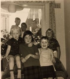 """""""Een verjaardag in ons huis van 6 kinderen was er altijd een van veel bezoek van neven en nichten en ooms en tantes, een dolle boel dus."""" Jeannet #fotoschrijven"""