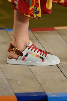 "The Spring '16 Catwalk Shows That Had Us Like ""OMG, Shoes"" | POPSUGAR Fashion UK"