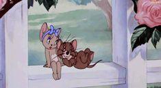 Jerry hace carantoña a Toots Tom And Jerry Gif, Tom And Jerry Pictures, Tom And Jerry Cartoon, Cartoon Gifs, Animated Cartoons, Cute Cartoon Wallpapers, Disney Kiss, Disney Art, Gif Lindos
