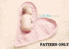 newborn crochet patterns, Unique prop patterns, baby crochet pattern, Heart Mat crochet pattern, baby girl prop pattern, photo props auf Etsy, 2,60€
