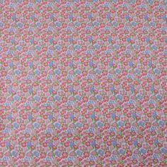 Tissu vendu en coupon de 3 mètres, en coton imprimé fleurs roses sur fond blanc. Très léger et souple, idéal pour réaliser robes, jupes, vêtements pour enfants etc.