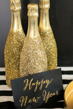 25 Glamorous Party Table Settings for New Year's Eve - Gravetics New Years Eve 2018, New Years Party, Nye Party, Party Time, New Year Table, New Years Eve Decorations, Champagne Bottles, Bling Bottles, Champagne Cocktail